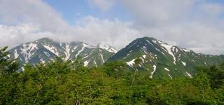 鳥原山から小朝日岳と大朝日岳.jpg